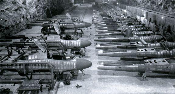Частично собранные He 162 на заводе по сборке истребителей