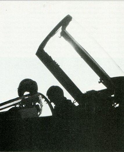 Лётчик F-4 Phantom готовится к вылету