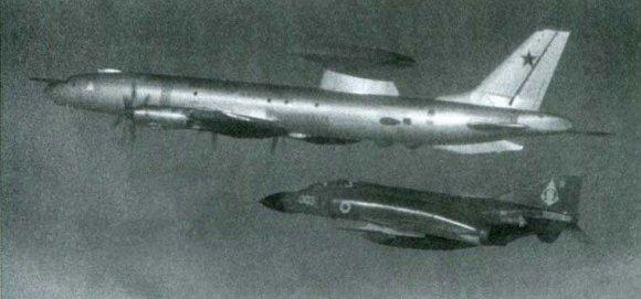 Ту-126 отслеживает действия британских ВМС