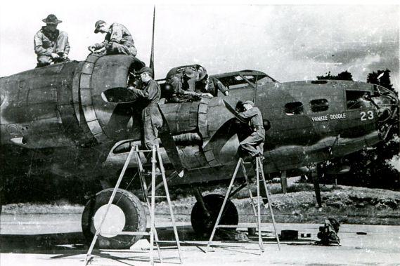 Янки-дудл, бомбардировщик ВВС США под командованием Айры Икера