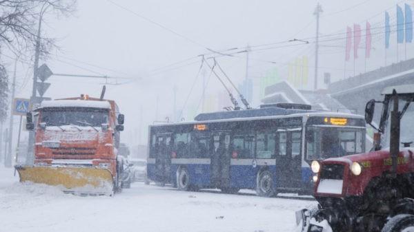на Москву обрушился снегопад