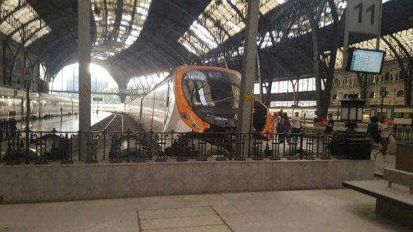 Поезд врезался в вокзал