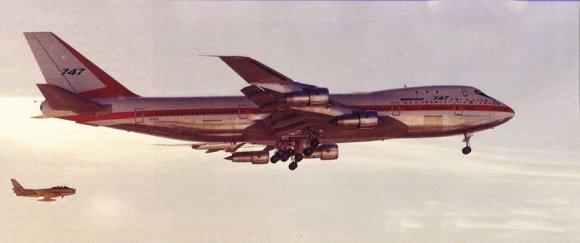 первый 747-100 выполняет свой первый полёт
