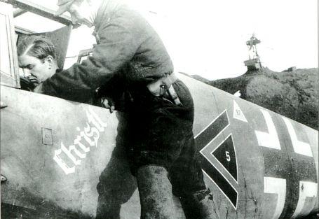 В кабине Bf 109G-6 командир II./JG-52 Герхард Баркхорн