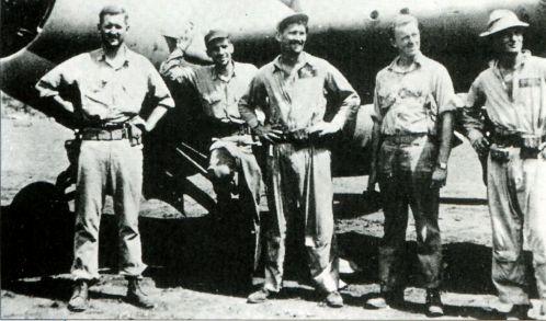 Фосс с товарищами по 121-й эскадрилье