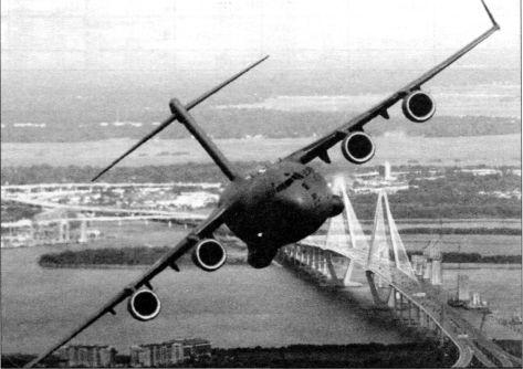 С-17А в полёте над Чарлстоном