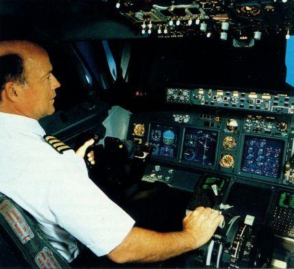 оборудование кабин электронной системой отображения полётной информации EFIS