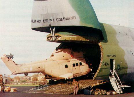 погрузка вертолёта Puma в С-5