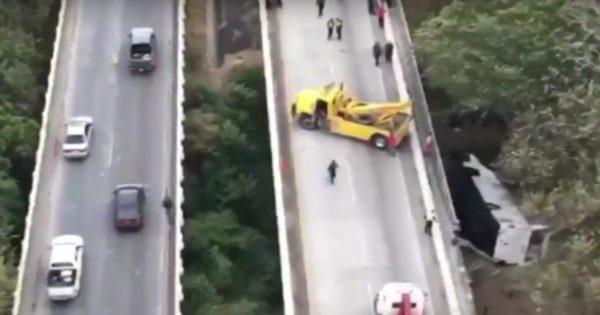 пассажирский автобус рухнул с моста