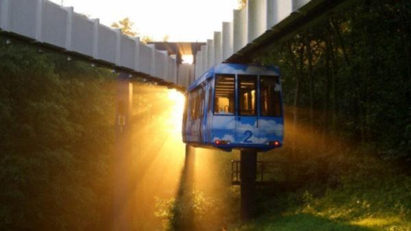 бросили недостроенным подвесное метро