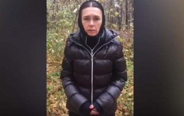 Мать Зайцевой во время видеообращения