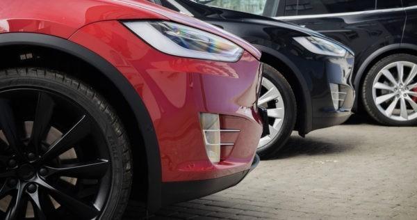 Убытки Tesla растут