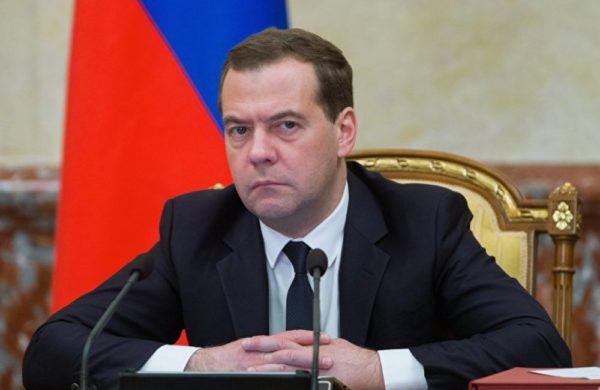 Медведев обязал россиян косить траву