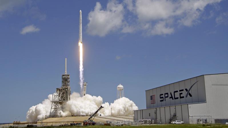 Маск запустит спутники «вселенского» Wi-Fi: что это значит