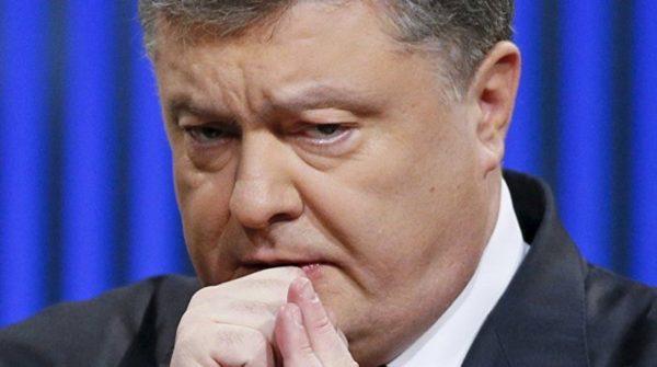 Луценко положил Зеленскому на стол три тома расследований в отношении Порошенко